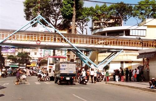 HCM City to build pedestrian bridges hinh anh 1