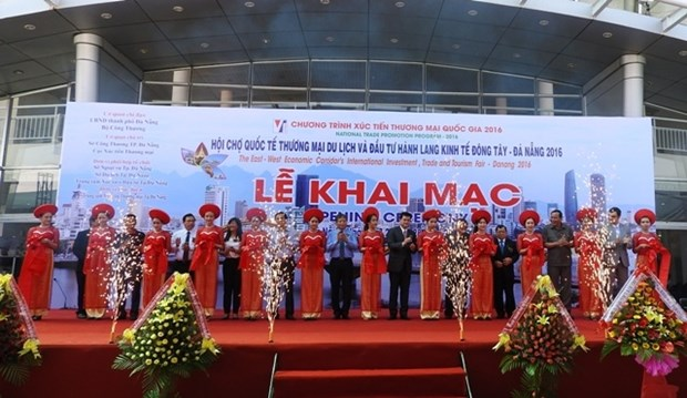 Int'l East-West Economic Corridor trade, tourism fair opens in Da Nang hinh anh 1