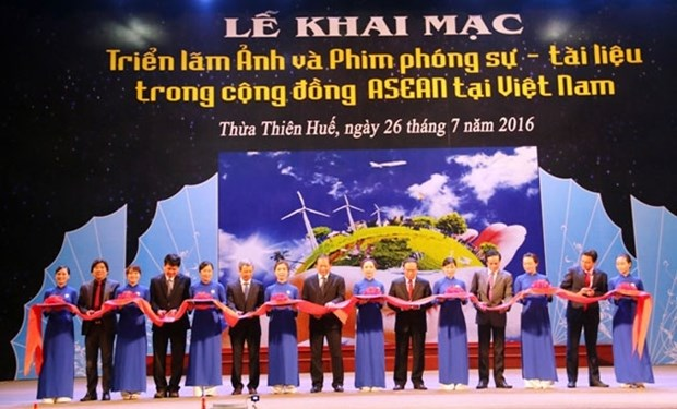 Hue exhibition features ASEAN Community hinh anh 1