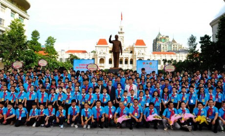 HCM City's officials meet Indochinese children attending exchange hinh anh 1