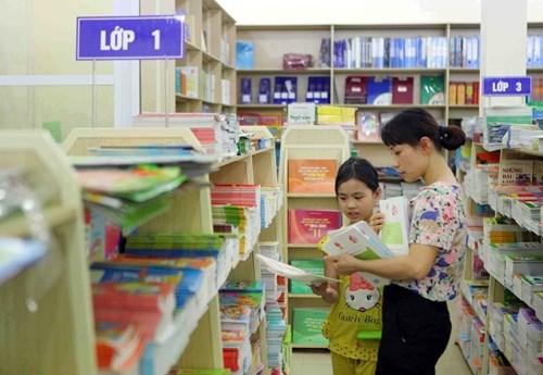 Shops launch new school year promotions hinh anh 1