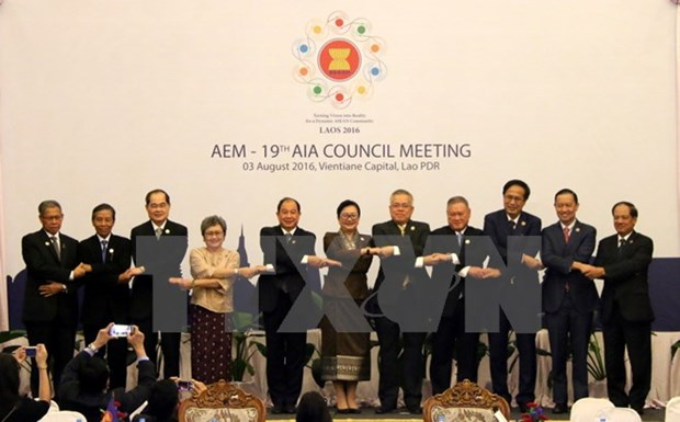 Vietnam attends ASEAN trade, investment meetings in Laos hinh anh 1