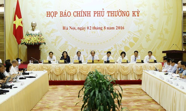 Pressing issues heat up Government's press conference hinh anh 1