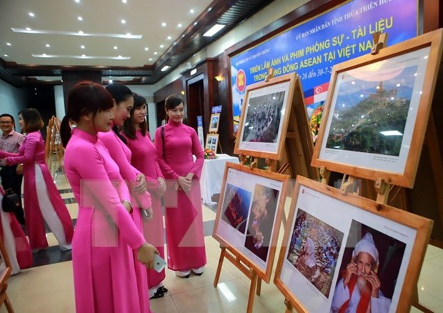 """ASEAN - Cultural Colours"" exhibition opens in Hanoi hinh anh 1"