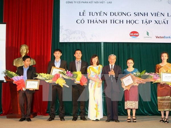 Thua Thien – Hue to continue human resources training for Lao locality hinh anh 1