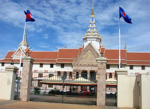 Cambodia holds flag raising ceremony to mark ASEAN foundation hinh anh 1
