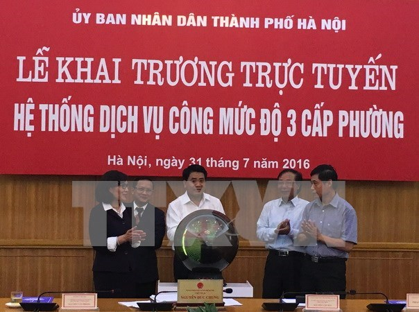 Hanoi launches e-government system in 12 districts hinh anh 1
