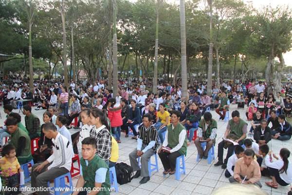 Quang Tri: La Vang festival hosts over 50,000 pilgrims hinh anh 1