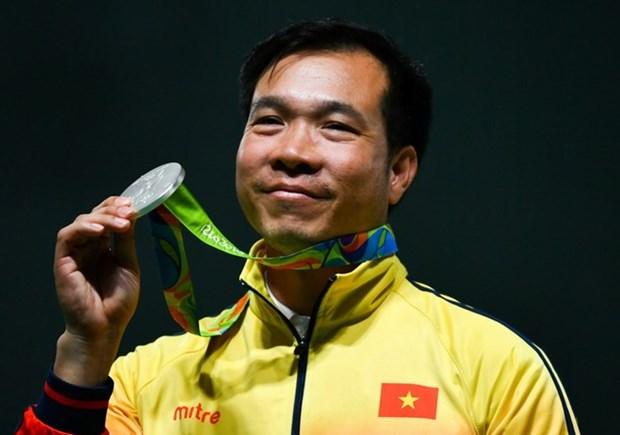 Olympic star Vinh receives hero's welcome home hinh anh 1