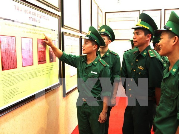Exhibition on Hoang Sa, Truong Sa comes to An Giang hinh anh 1