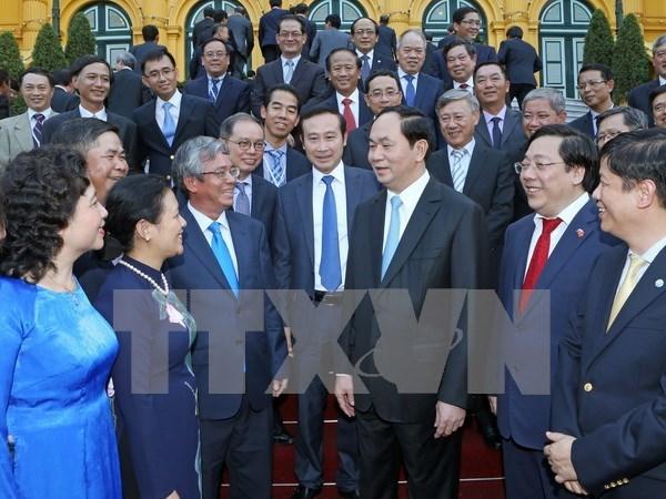 President meets Vietnamese ambassadors abroad hinh anh 1
