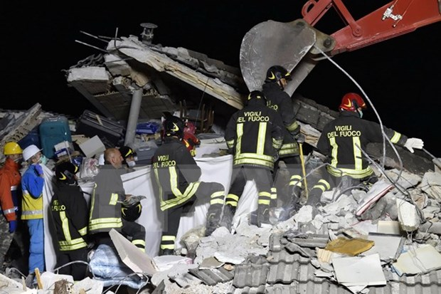 Condolences sent to Italy over powerful earthquake hinh anh 1