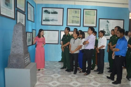 Nam Dinh hosts Hoang Sa-Truong Sa exhibition hinh anh 1