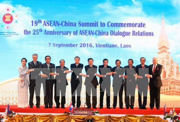 PM suggests ASEAN increase external relations hinh anh 1