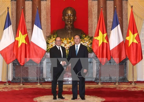 French President concludes Vietnam visit hinh anh 1