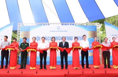 Autumn Book Fair kicks off in Hanoi hinh anh 1