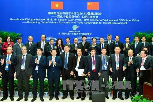 PM chairs roundtable dialogue with Chinese CEOs hinh anh 1