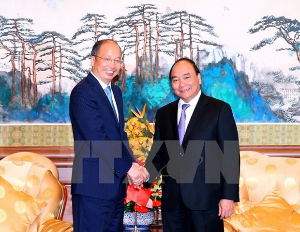 PM meets banking, corporate executives in China hinh anh 1