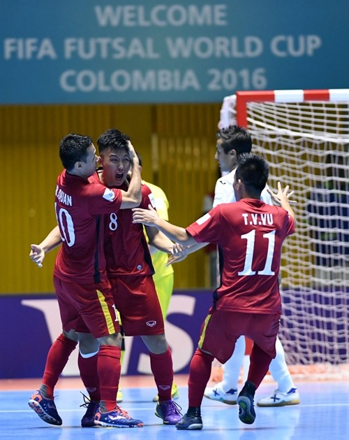 Winning start for Vietnam at futsal event hinh anh 1