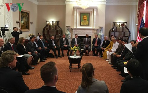 Vietnam, US officials share religious information hinh anh 1