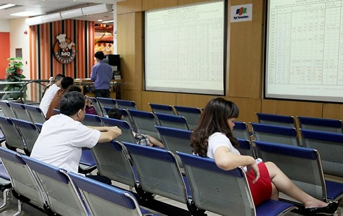 Vietnamese stocks still on downward trend hinh anh 1
