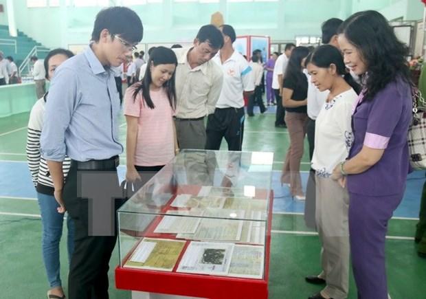 Documents on Hoang Sa, Truong Sa on display in Dak Nong hinh anh 1