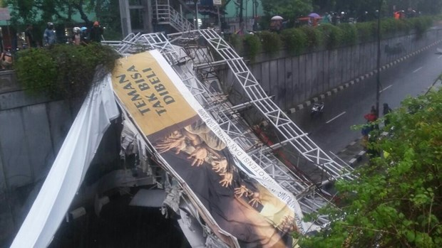 Accidents in Indonesia, Pakistan kill dozens hinh anh 1