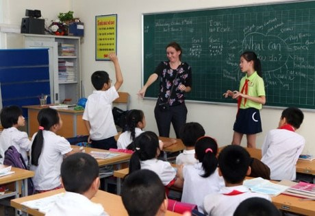 UK, Vietnam collaborate to raise English-teaching standards hinh anh 1