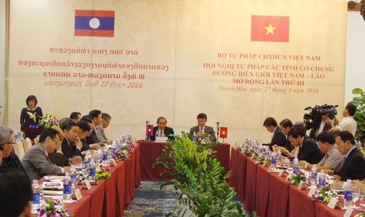 Vietnamese, Lao border localities foster justice cooperation hinh anh 1