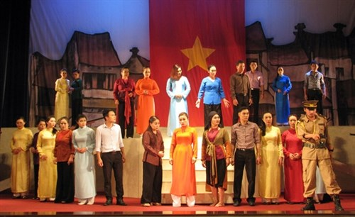 Ninh Binh hosts traditional opera festival hinh anh 1