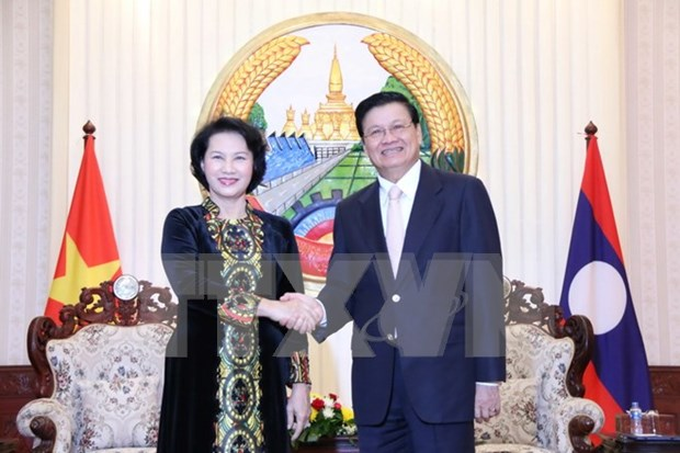 Lao PM ready to tackle difficulties for Vietnamese investors hinh anh 1