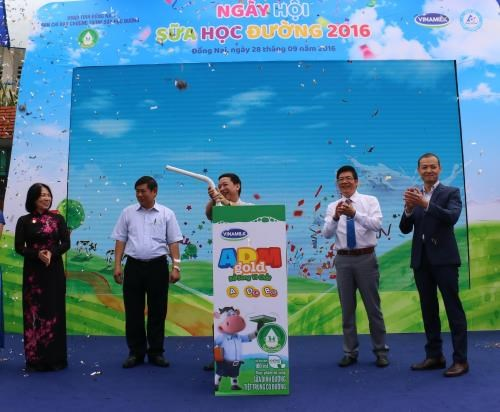 School milk programme launched nationwide hinh anh 1