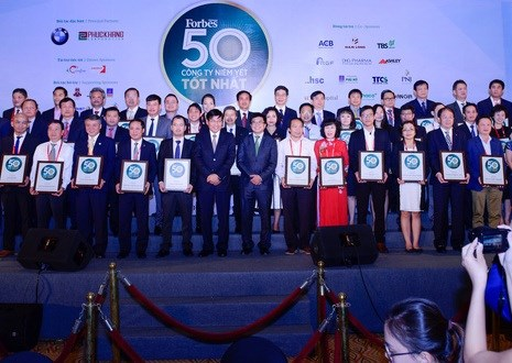Best 50 listed companies in Vietnam honoured hinh anh 1