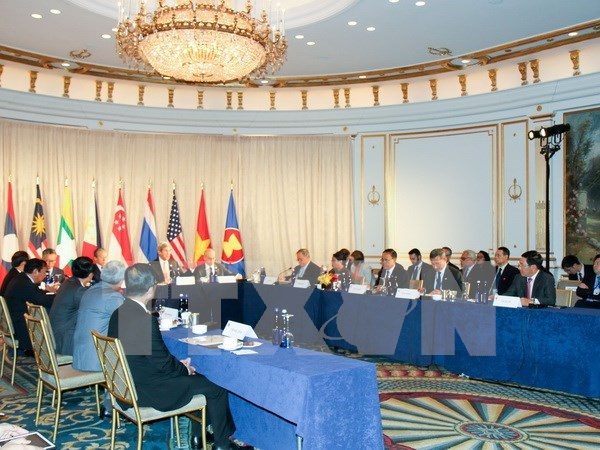 Regional peace, stability benefits both ASEAN, US: Defence Minister hinh anh 1