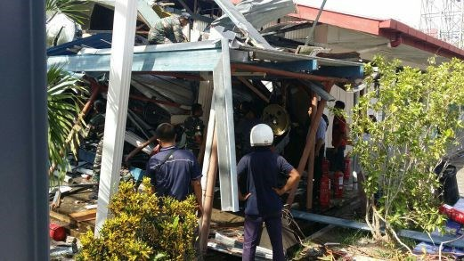 Malaysia: Military helicopter crashes into school hinh anh 1