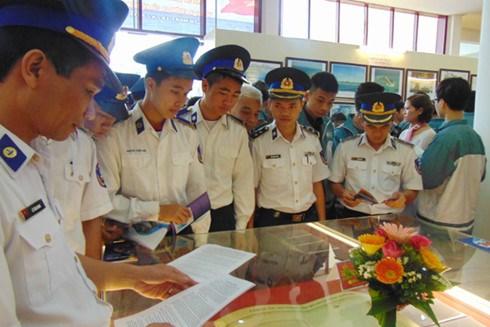 Quang Tri hosts exhibition on Hoang Sa, Truong Sa hinh anh 1