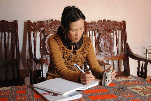 Female artisan preserves M'nong culture hinh anh 1
