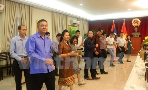 Cultural exchange highlights Vietnam-Laos friendship in Malaysia hinh anh 1