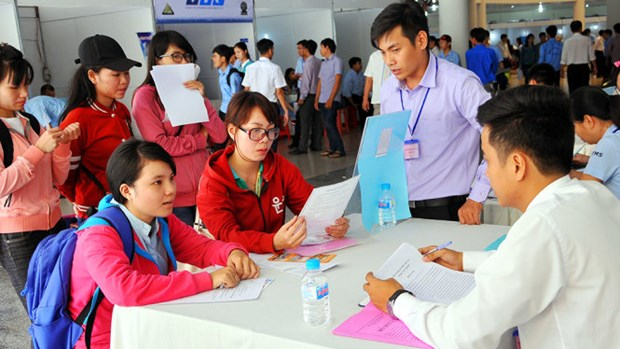Nearly 500 people recruited at job fair hinh anh 1