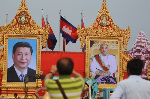 China, Cambodia vow to cement time-honored friendship hinh anh 1