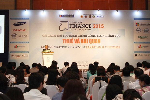 Vietnam finance conference, exposition opens hinh anh 1