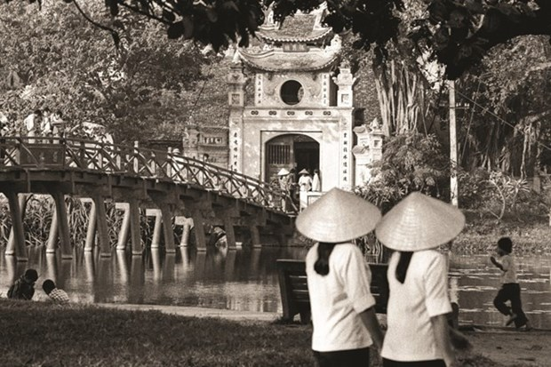Hanoi life in 1980s depicted in photos of former British diplomat hinh anh 1