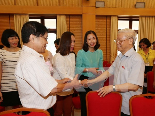 Hanoi voters raise opinions on various issues hinh anh 1