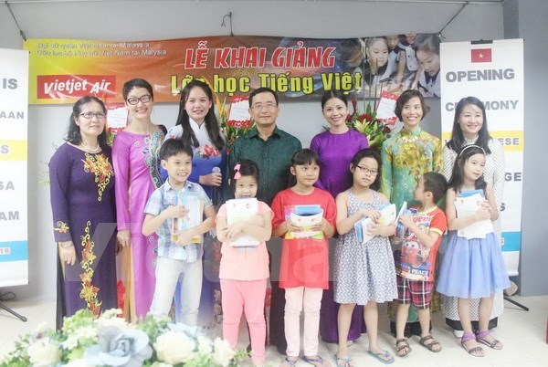 First Vietnamese language class opened in Malaysia hinh anh 1