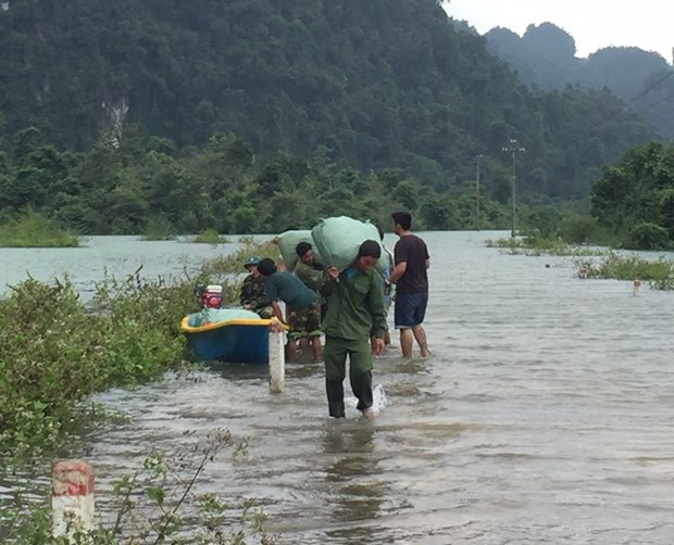 People nationwide lend helping hand to central provinces hinh anh 1