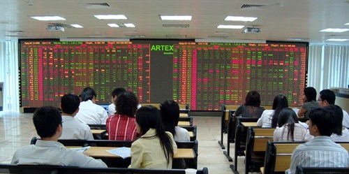 Blue chips initiate slight recovery hinh anh 1
