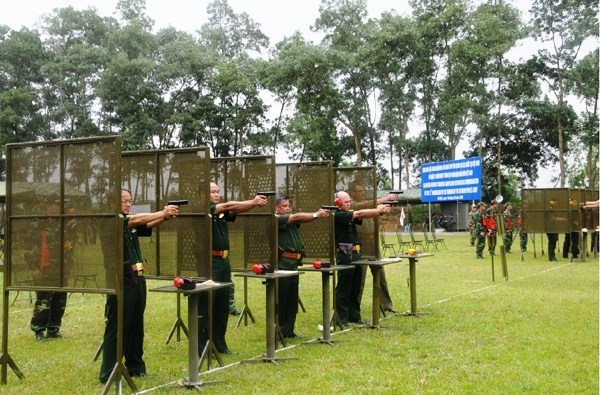 Foreign military attaches attend shooting event in Vietnam hinh anh 1