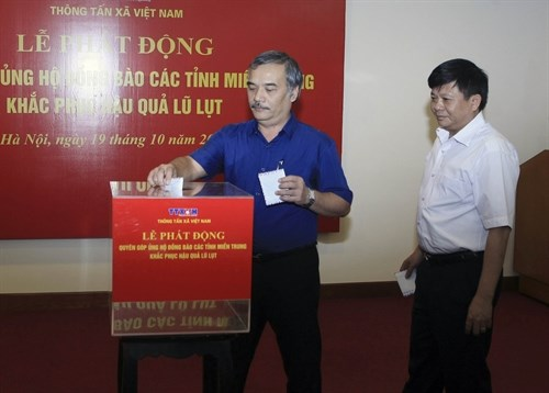 More aid for flood victims in central region hinh anh 1