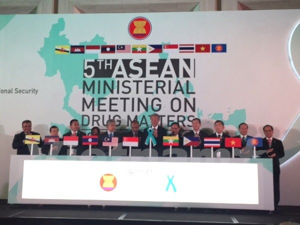 ASEAN adopts new mechanism against drugs hinh anh 1
