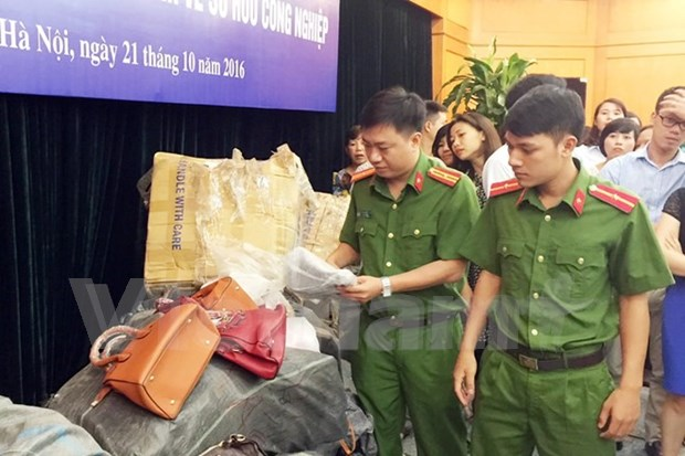 Fake designer leather products destroyed hinh anh 1